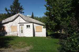 OLD HOUSE AND LARGE LOT in TEMISKAMING SHORES/Haileybury