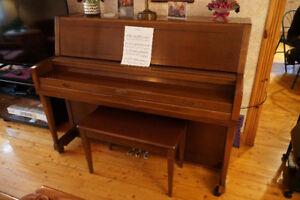 Piano Wurlitzer modèle 2950 - Année 1977