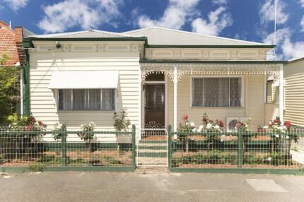 ROOM FOR RENT IN BRUNSWICK INCLUDES EVERYTHING $185 per week Brunswick Moreland Area Preview