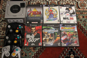 Nintendo GAMECUBE, 3 controllers, 6 games and 1 memory card