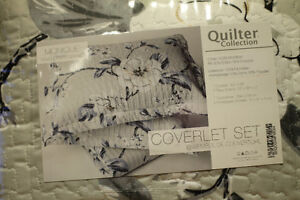 King Size Bed Coverlet and Sheets