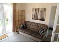 Student House: 4 Bedroom Fully Furnished House inc Free Heating/Hot Water