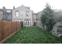5 bedroom house in Hollyfield Avenue, Friern Barnet, N11