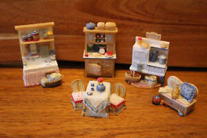 AVON Victorian Memories dollhouse Furniture set