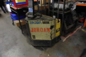 Crown, electric, lift truck