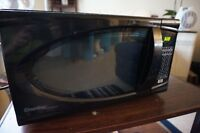 Good working condition microwave, heats up quickly! -University-