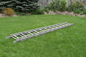 12FT to 24FT Retractable Ladder- Good Condition