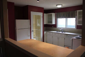 Nov. Rent Free! -Double Garage, MainFloor House Sherwood Park