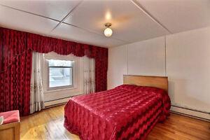 (P.A.T.) Cottage sur 3 étages - Grande chambre - Près du fleuve