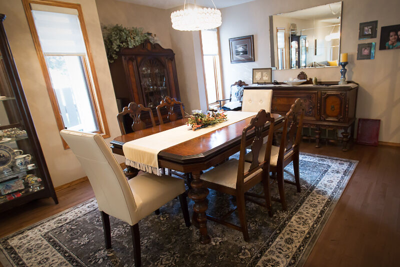 Beautiful 19th Century English Walnut Dining Room Set Dining Tables And Set