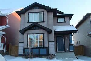 LOCATED IN MAPLE...3 BEDROOMS WITH FINISHED BASEMENT $404 900