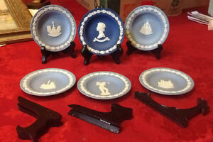 6 small blue Wedgewood plates and stands
