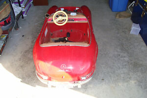 RED Mercedes Benz 300sl kids battery powered toy Kingston Kingston Area image 3