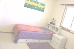 Full furnished spacious bedroom for rent close to university