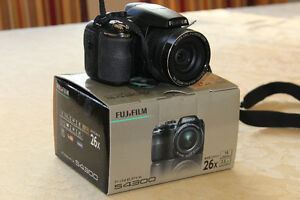FujiFilm Finepix S4300 Camera