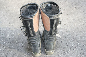 size 6 dirtbike boots London Ontario image 7