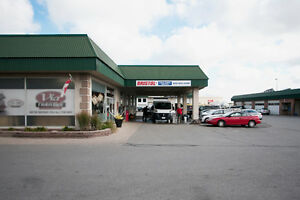 Former Car Rental unit on  Hwy | Commercial 12+ Parking!