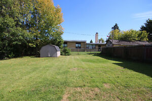 Pretty Renovated Bungalow For Sale in Desirable Neighbourhood Kingston Kingston Area image 10