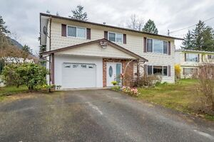4 BDRM. Home NEWER ROOF & WINDOWS  PLUS MUCH MORE