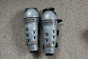 Junior shin pads