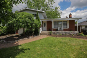 MOVE IN READY! 3+1 BED 2 BATH SIDESPLIT IN THE HEART OF WELLAND!