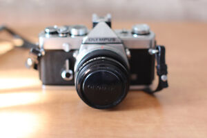 Olympus OM-1 (argentique) avec 4 lentilles et flash