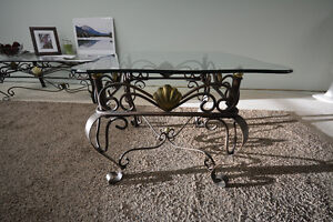4 Living room tables