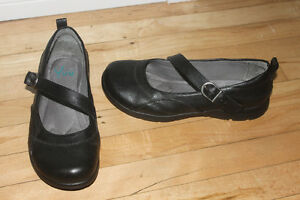 New Comfy Mary Jane LEATHER Shoes ( 7.5 wide in black)