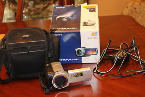 SONY HANDYCAM DCR-SR45 IN PERFECT CONDITION
