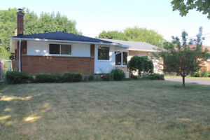 FULLY UPDATED BUNGALOW IN DESIRABLE NORTH END ST. CATH.!!!
