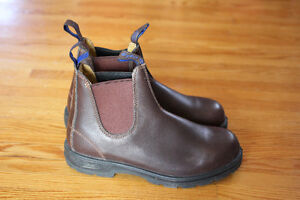 Sz 6 Leather Lined Blundstone Boots never been worn still in box