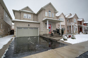 Gorgeous 4 bed House in the  Lake Side Community
