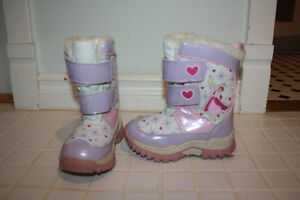 size 9 toddler winter boots Moose Jaw Regina Area image 1