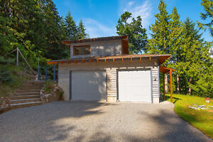 Bowen Island Custom Built Home on Sunny, Secluded 1 Acre North Shore Greater Vancouver Area image 2