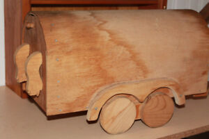 Hand crafted horse trailer mail box.