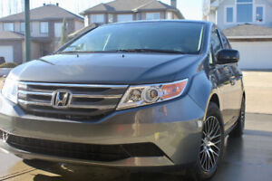 Honda Odyssey EX 2013 + Winter tires on Rim One owner low KM