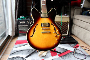 Semi Hollow body Epiphone Shertaon II