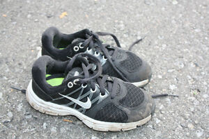 Black Nike Running Shoes - Boys Size 11.5 Peterborough Peterborough Area image 1