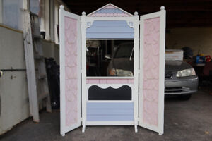 Childrens Puppet Theater