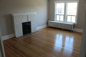 Newly Renovated 1 bedroom with Balcony-parking/laundry