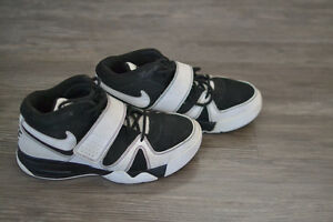 Nike Air Basketball Shoes - Youth Size 7