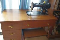 """1940s SINGER SEWING MACHINE IN CABINET  """"EXCELLENT"""""""
