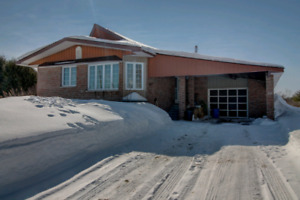 FSBO Cache Bay Home minutes from Sturgeon Falls