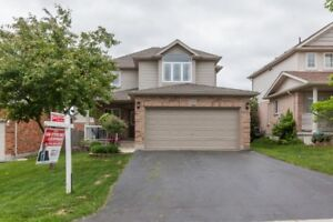 4+1 Bedroom, Great Condition & Loaded With Uprades! 6255801