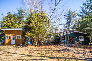 SMRT-Perfect Getaway at this Lake Front Cottage and Bunkie!