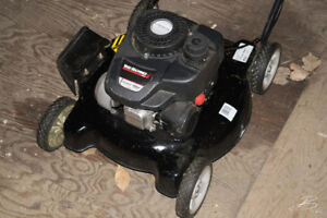 Tondeuse Yard Machines 140cc +  Weed Eater Sans fil Yardworks