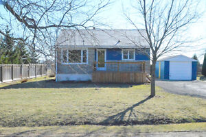 OPEN HOUSE SATURDAY 2-4 PM : COUNTRY LIVING CHARM