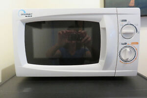 Four micro-ondes / microwave oven