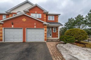 ***GORGEOUS 3 BED 3 BATH TOWNHOUSE IN PRIME AJAX***