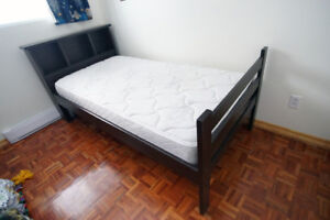 Lit Simple avec matelas / Twin bed with mattress